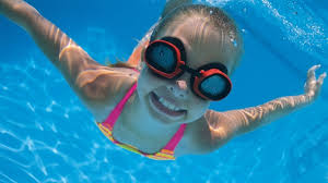 This image has an empty alt attribute; its file name is swimming-girl.jpg